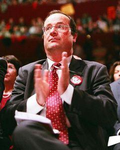 """François Hollande: """"Il revient"""". Une chronique d'Edouard Launet"""