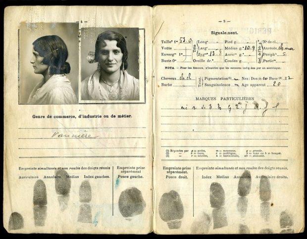 """Carnet anthropométrique. Exposition """"Mondes tsiganes"""", Musée de l'histoire de l'immigration, Paris, 2018"""