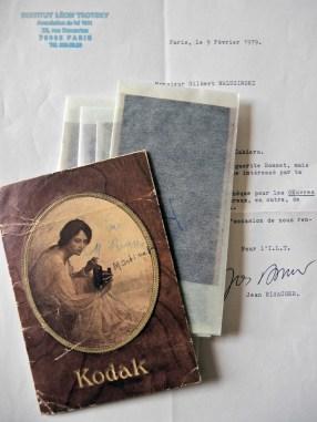 La lettre de Jean Risacher à Gilbert Walusinski, datée du 9 février 1979, accompagnée d'un pochette contenant les négatifs des photos de Trotsky au Mexique.