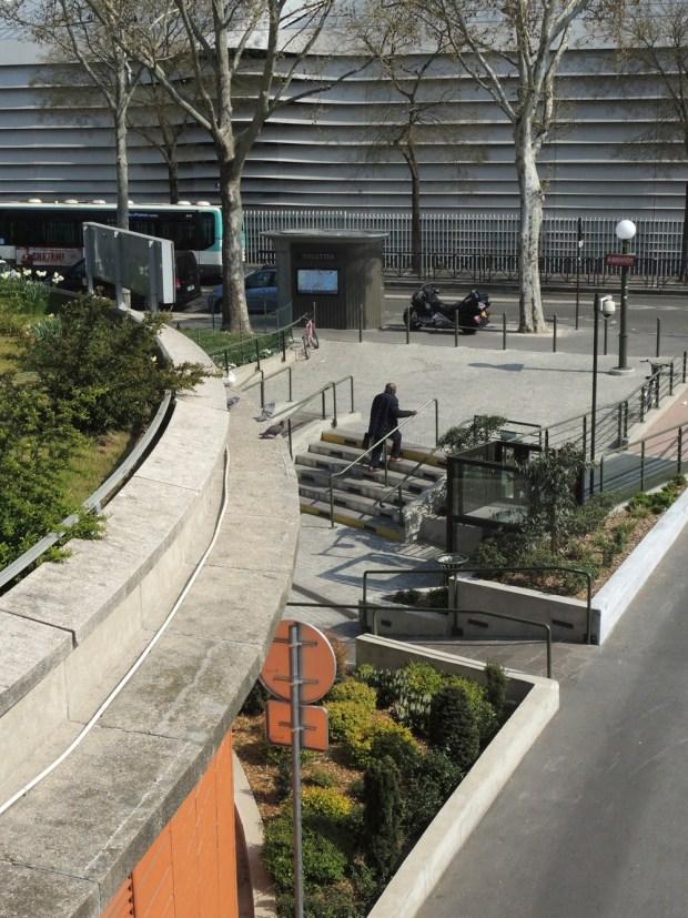 Jardin devant le Centre sportif Georges-Hébert © Gilles Walusinski
