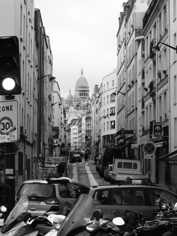 Bas de la rue de Chartres et immeuble de Pottier - Photo ©Sébastien Rutés (2018)