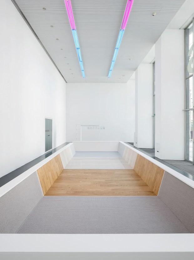 Philippe Rahm architects, The Effusivity pool, installation view at Istituto Svizzero, Milan, 18 April – 9 May 2018. Courtesy: Philippe Rahm architects and Istituto Svizzero, Milan. Photo ©Giulio Boem