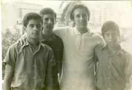 Roque Dalton et ses enfants, de gauche à droite, Juan José, Roque Antonio et Jorge.