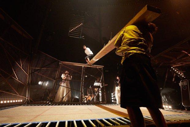 Cirque Inextrêmiste, Extreme Night Fever ©Christophe Raynaud de Lage