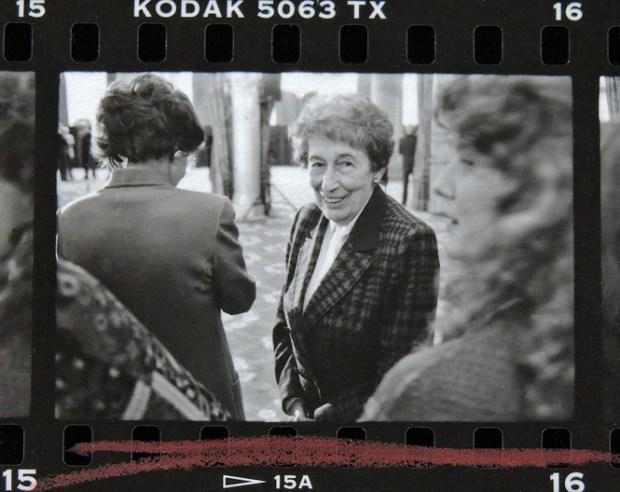 Gisèle Freund à l'Élysée en 1989 © Gilles Walusinski