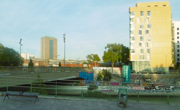 Le canal Saint-Denis vu du tram