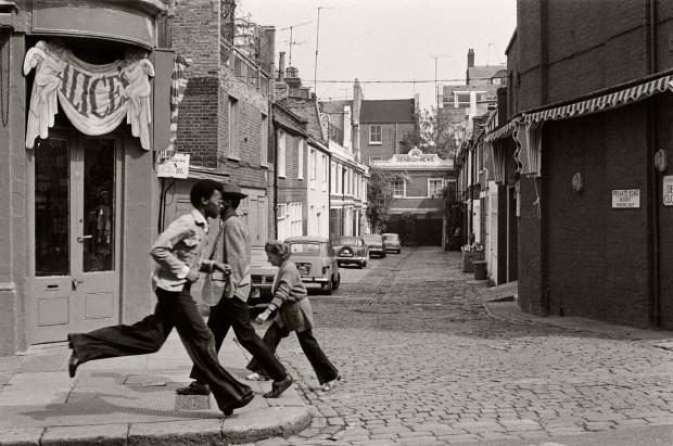 London 1976 - Notting Hill © Gilles Walusinski