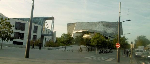 La Philharmonie de Jean Nouvel, vue du tram