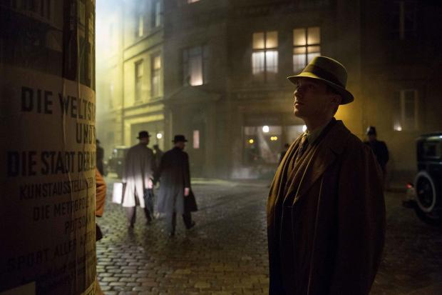 Babylon Berlin: Trois rues reconstituées, et un commissaire qui hallucine parfois. (Photo: Sky)