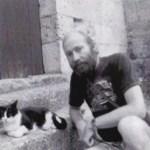 Scott Ross avec son chat, mais sans son poisson