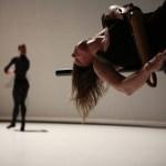Tordre, de Rachid Ouramdane, avec Annie Hanauer et Lora Juodkaite © Patrick Imbert