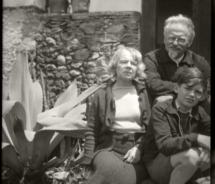 Natalia Sedova, Léon Trotsky et Seva Volkov, à Taxco (Mexique) en 1939. Photo: collection personnelle de Gilles Walusinski