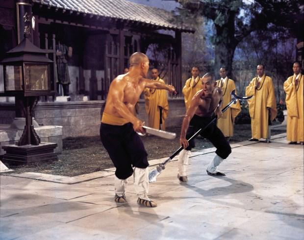 """""""La 36e Chambre de Shaolin"""" (""""Shao Lin San Shi Liu Fang""""), de Chia-Lliang Liu, avec Chia Hui Liu. Hong Kong, 1978."""