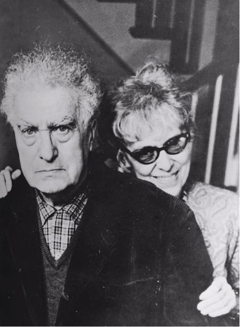 Louise Varèse, traductrice américaine de Rimbaud, amie de Marcel Duchamp et d'Anaïs Nin, soutint envers et contre tout son mari Edgard, ce qui ne dut pas toujours être une mince affaire.