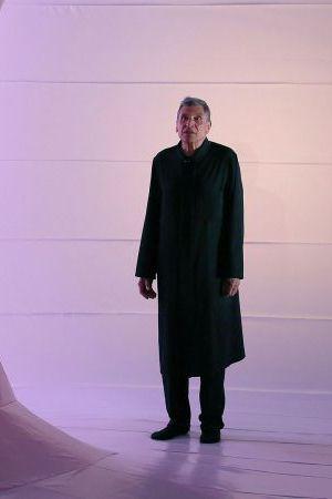 Serge Maggiani dans Je poussais donc le temps avec l'épaule, mise en scène de Charles Tordjman