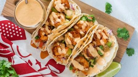 Tacos με γαρίδα και NEA Cocktail Sauce!