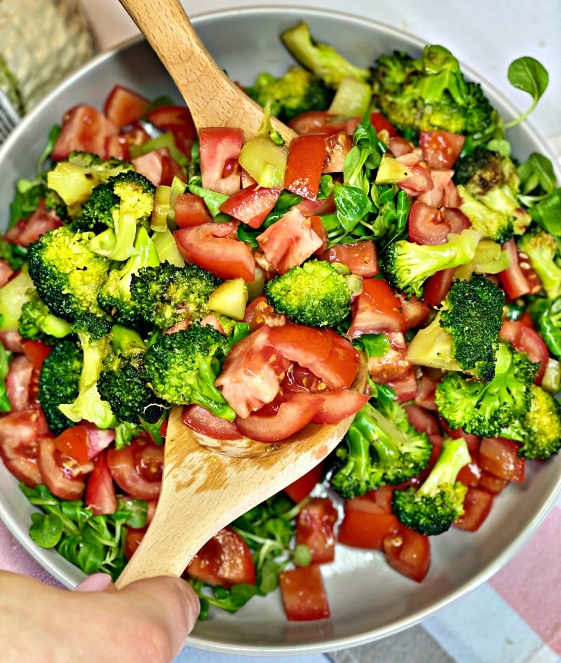 Roasted broccoli with sesame oil and seeds and tomatoes