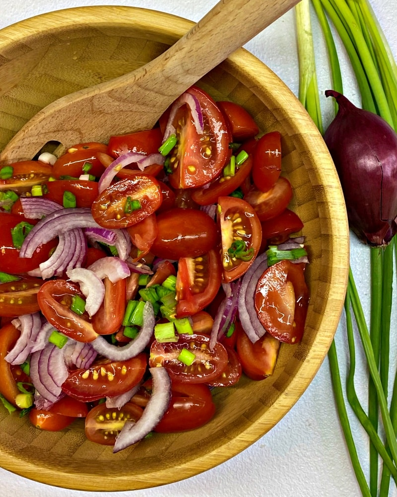 Tomato salad with spring onions