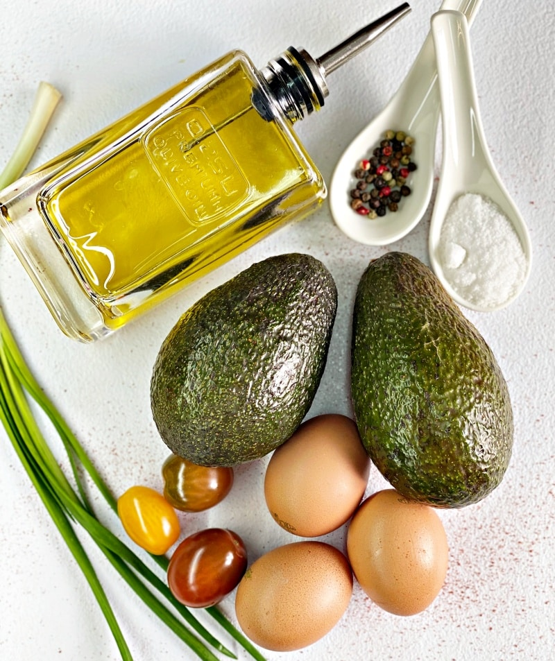 Baked avocado withe eggs ingredients