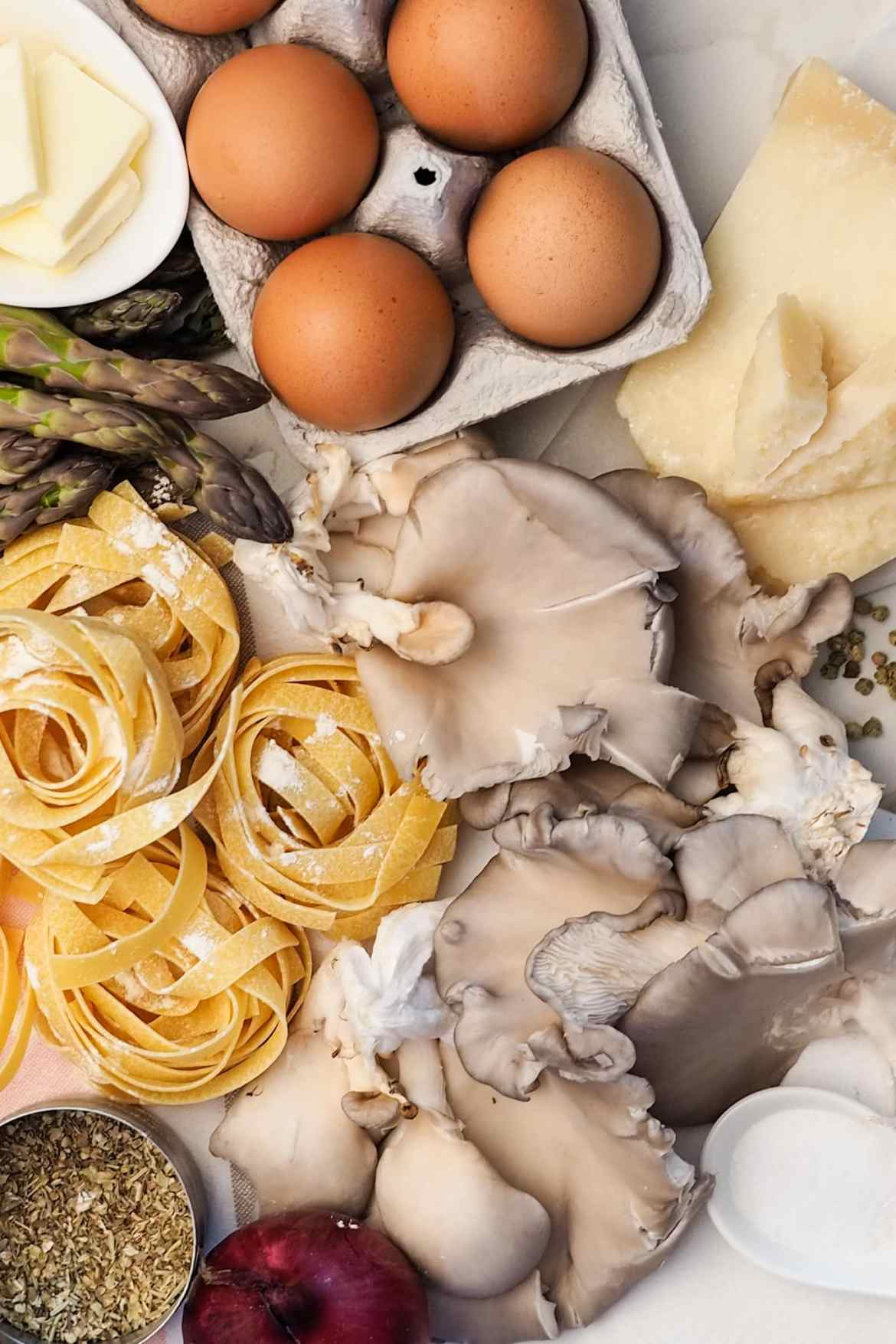 ingredients for creamy asparagust fettuccini with mushrooms