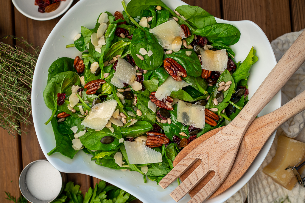 spinach salad with parmesan and nuts