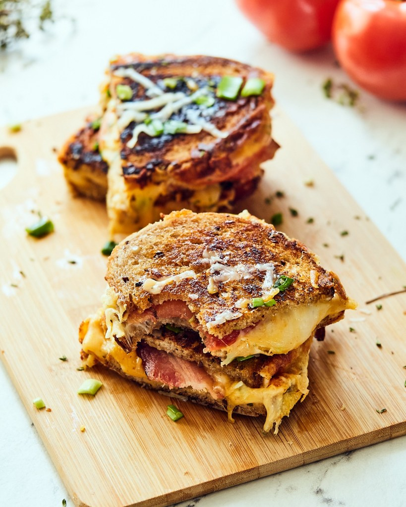 Bacon Sandwich with Cheddar and Tomatoes