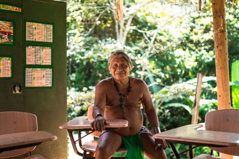 O botânico da tribo nos mostrou também a escola onde as crianças estudam.