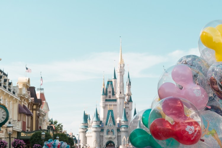 Vista do castelo da Cinderela na Disney em Orlando, Florida