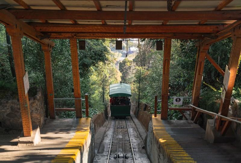 Funicular que leva ao topo do Cerro San Cristobal, em Santiago