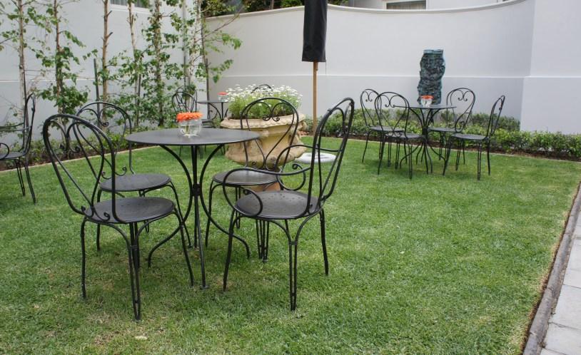 Patio com jardim do Monarch Hotel, em Johanesburgo, Africa do Sul