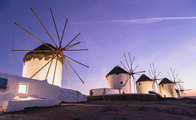 Os famosos moinhos brancos de Myonos, em post como é um cruzeiro pelas ilhas gregas.