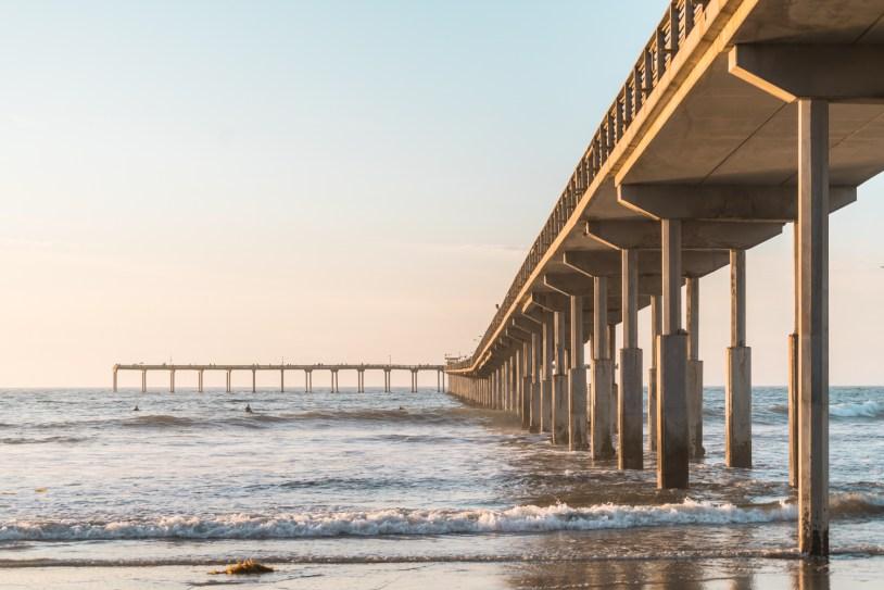 Ocean Beach Pier no por do sol em San Diego, nos Estados Unidos