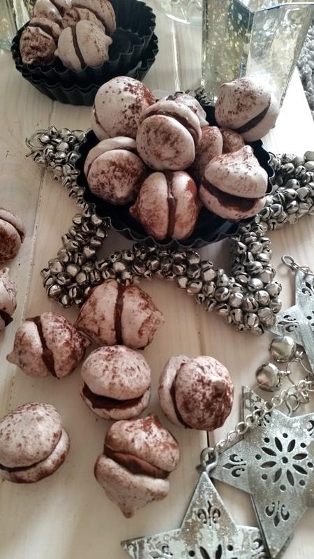 In der Weihnachtsbäckerei…Espresso- Zimt Baiser mit Rum Ganache