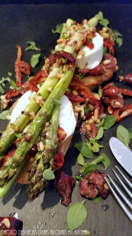 Stangenweise Spargel….Spargel- Bruscetta mit Ziegenkäse, Oliven und getrockneten Tomaten
