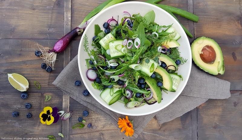 Summertime…Wildkräuter- Salat mit Blaubeeren