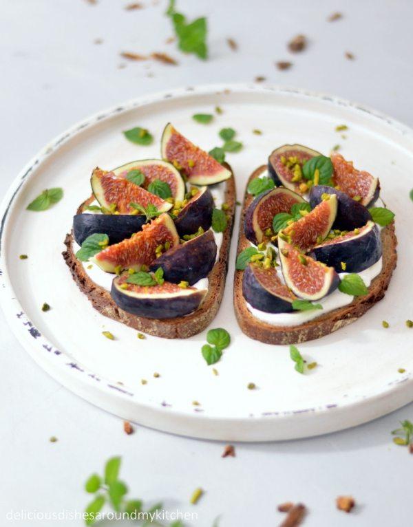 Ziegenfrischkäse- Brot mit Feigen