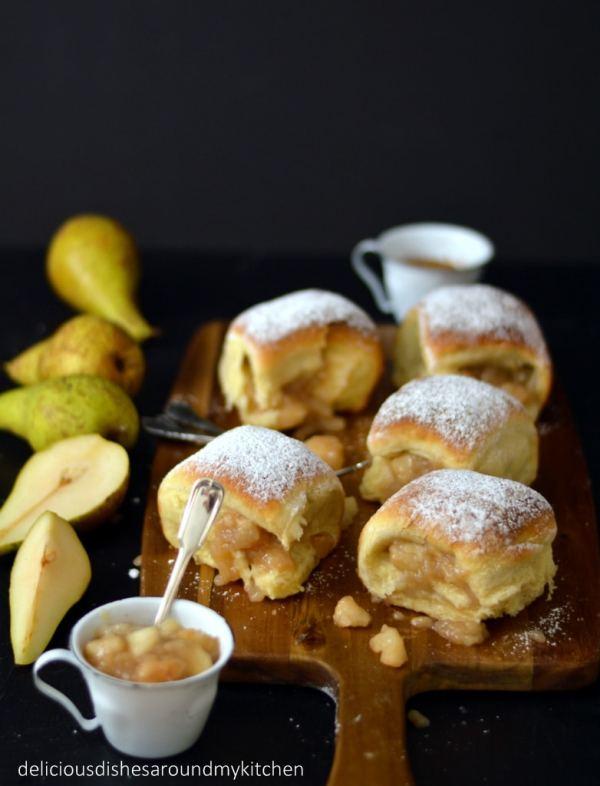 Frisch aus dem Ofen- Buchteln mit Birnen- Füllung