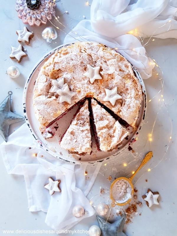 Schnee- Mousse- Torte mit Glühweinkirschen