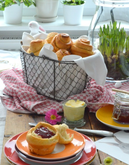 Ostern im Körbchen- Feine Brioche- Hefeschnecken
