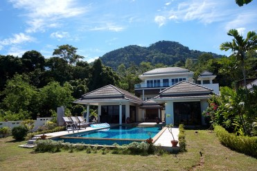 The villa against the backdrop of the jungle