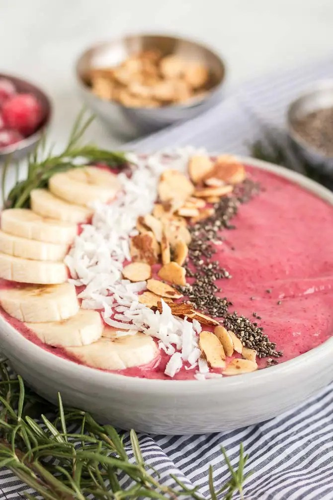 cranberry banana yogurt smoothie bowl