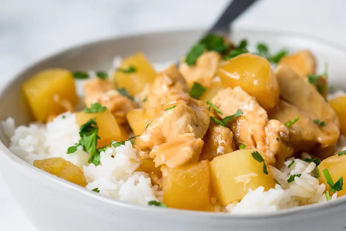 close up of hawaiian chicken in a bowl
