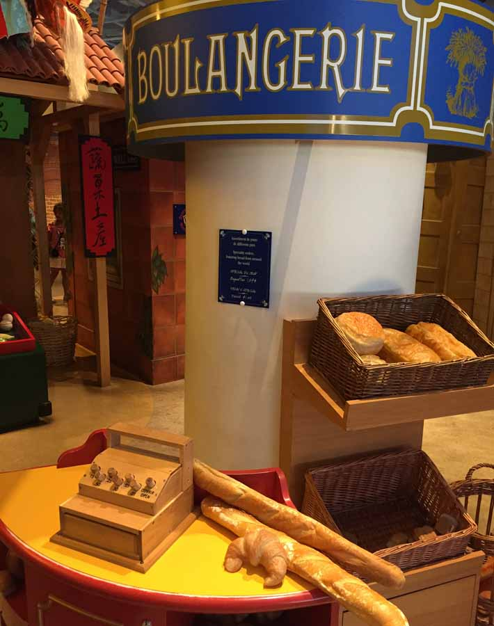 A picture of the play bakery at the Children's Museum in the Canadian Museum of History - Family Fun in the Outaouais