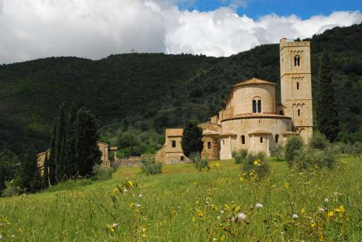 Val d'Orcia one day itinerary: Sant'Antimo abbey