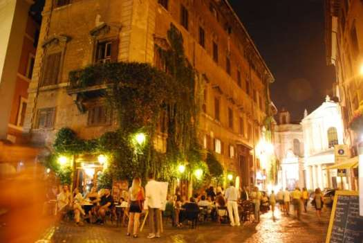Night walk in Rome - Caffé della pace_02