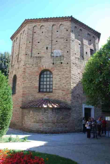Visit Ravenna_Neonian baptistery 1