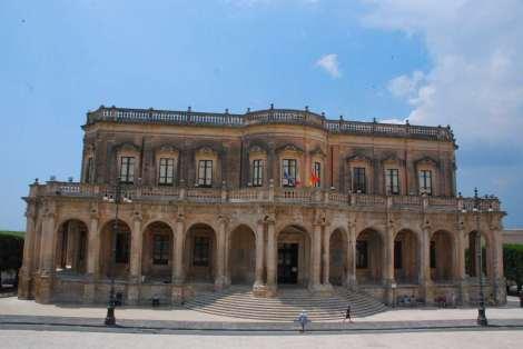 Visit Sicily_Noto_Palazzo Comunale 2_
