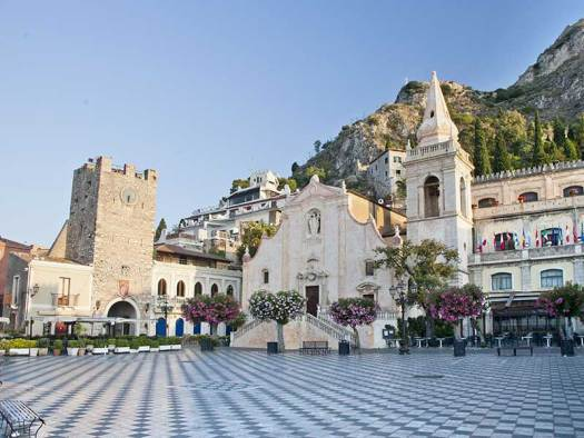 Taormina in one day - piazza_9_aprile