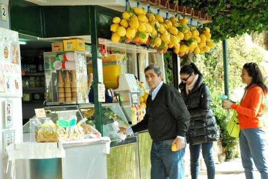 Capri walking itinerary - Capri famous lemonade