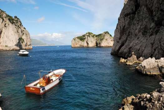 Capri walking itinerary - the sea at the Faraglioni beach